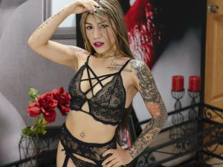 Voir le liveshow de  SarahFowler de Xlovecam - 19 ans - I am obedient girl in my room you can see the best real sex show.