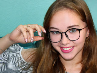 AmelieLoveF nude on cam