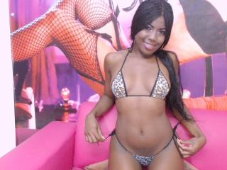 Voir le liveshow de  BlackRealSquirt de Xlovecam - 20 ans - I'm horny, sociable, I love anal sex, vaginal, and suck my hard cock is ready for you