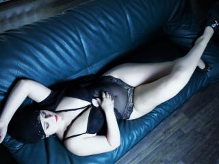 Voir le liveshow de  Asira de Xlovecam - 23 ans - I can make it true your deep dirty , kinky fantasies!