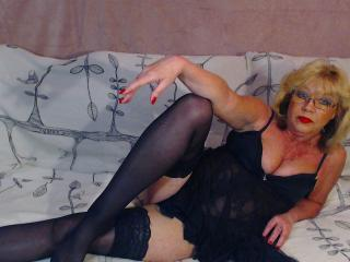 Voir le liveshow de  BlondeHouseWife de Xlovecam - 50 ans - I am very hot woman. And it is very sweet.
