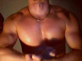 Voir le liveshow de  LoverBoy4u de Xlovecam - 25 ans - Hot stud,with a big cock,a fine muscular body for nasty play !