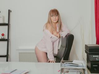 Voir le liveshow de  WideDelightX de Xlovecam - 52 ans - I am a smart mature woman,open-minded and wide