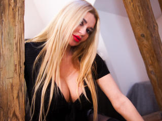 Voir le liveshow de  SunshineSURI de Xlovecam - 39 ans - I love men who are submassive. I love give a order and punish. I have wardrobe with punish st ...
