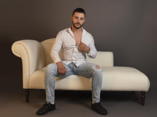 Voir le liveshow de  HeavyLouis de Xlovecam - 23 ans - Lovely and sweet guy that wanna know better nice guys
