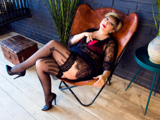 Enjoy your live sex chat BlondSexyMature from Xlovecam - 54 years old - I am hot and sexy!