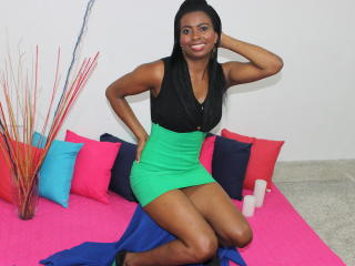 Voir le liveshow de  Gynnary de Xlovecam - 28 ans - Im sexy latin ebony ready for play with u in my room pvt  a nice girl with amazing personality, ch ...