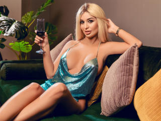 xLoveCam AttractiveReese chat